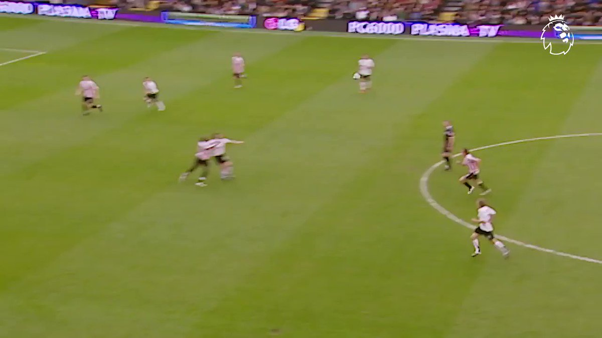 Outside the box ✅ Weaker foot ✅ Top corner ✅   A worthy #GoalOfTheDay from David Healy @FulhamFC https://t.co/6duiDMQfF7