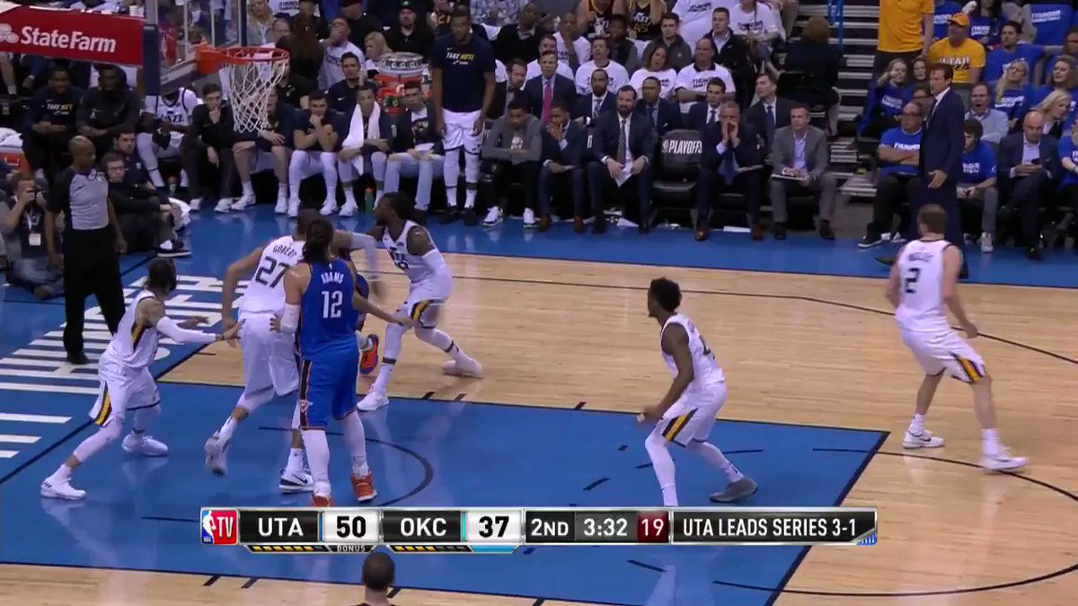 Turning defense into offense! ����  #TakeNote https://t.co/MsSunrEffQ