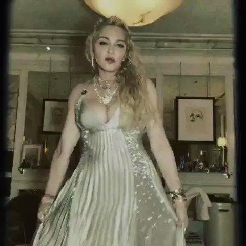 Collapsing in Vintage Versace ????????#metgala #epic. ????#donatellaversace https://t.co/KtK4vJ81A4