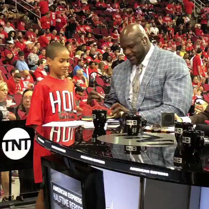 .@SHAQ made Game 1 extra special for this young @HoustonRockets fan! ❤️�� #NBAPlayoffs https://t.co/0ojkJ2qDQj
