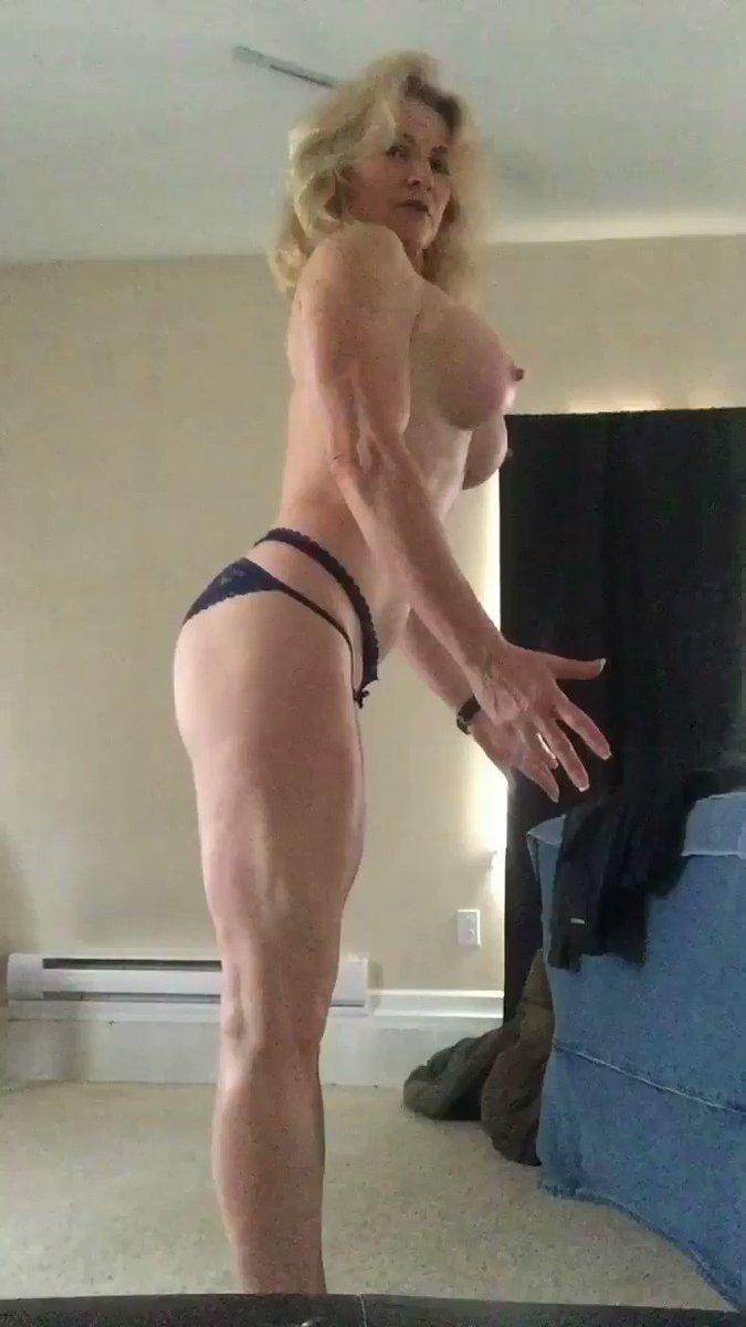 #MandyInTheMorning on a #TittyTuesday 💪💪 Xn1RYkSoin