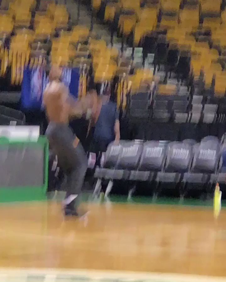 LeBron really out here doing early morning solo work just so he can get swept by the Dubs https://t.co/WRxm59eq90