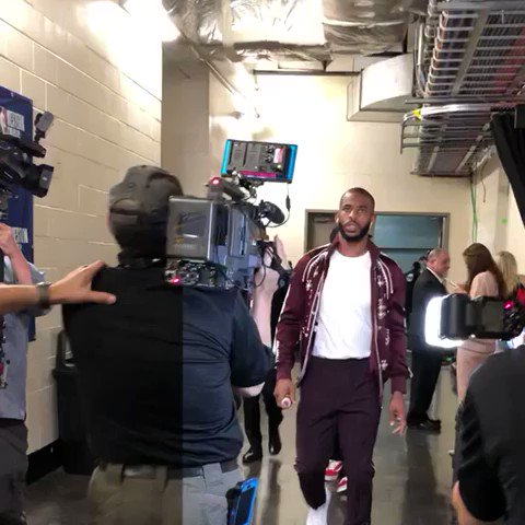 ����  @CP3 arrives at the Toyota Center for Game 2.  ��: 9 PM ET @NBAonTNT https://t.co/8p3RcY7csD