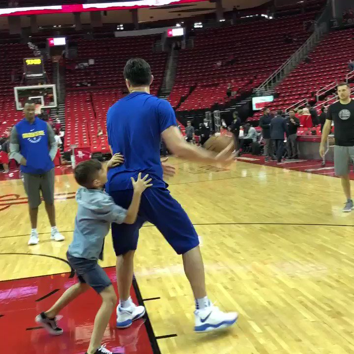 With the help of his kids, @zaza27 warms up in Houston! #ThisIsWhyWePlay https://t.co/us1qVGPKkf