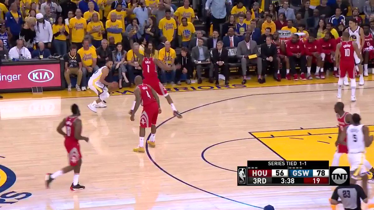 Then the fake and floater inside!  #DubNation 84 | #Rockets 61 https://t.co/QUDKkXd0o1