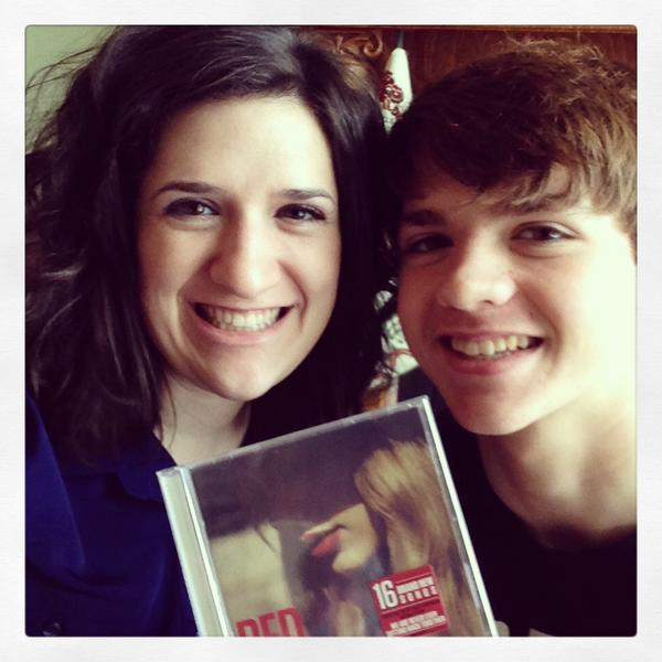 thanks, baby!! #Red @Joel_Courtney http://t.co/e2YsM6Nj