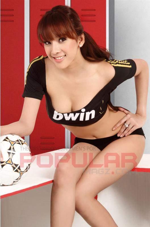 Model Indonesia Pake Jersey Madrid tahun lalu, disalah satu Majalah