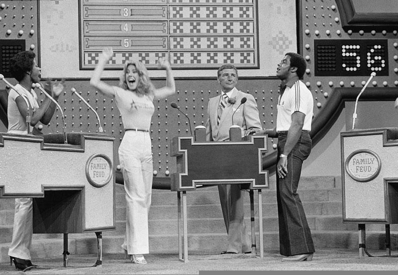 Tony Dorsett is outwitted by a Cowboys cheerleader during a 1980 special NFL episode of Family Feud: http://t.co/YSqwMUVZ