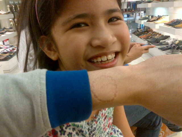 Fierce bite by my cousin! Haha! Ate out with the Eusebio clan. :) http://t.co/NcEvM6Ua