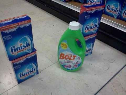 Wow, check out this photo of Bolt crossing the finishing line. http://t.co/LHgKsB5H