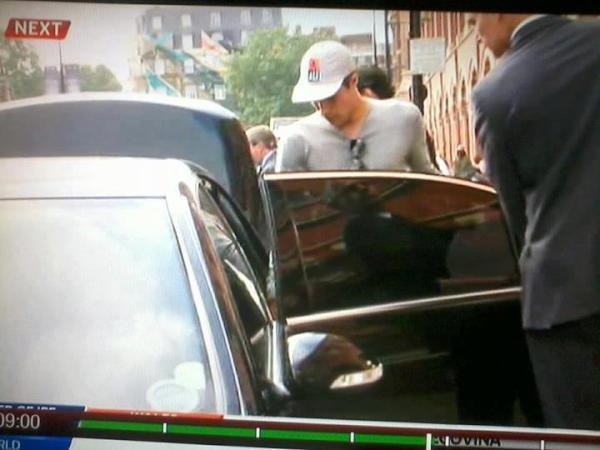 Asik banget RT @UtdIndonesia: RT @UtdIndonesiaJKT: Going to bridgewater hospital, Robin? http://t.co/NZdzHWIw