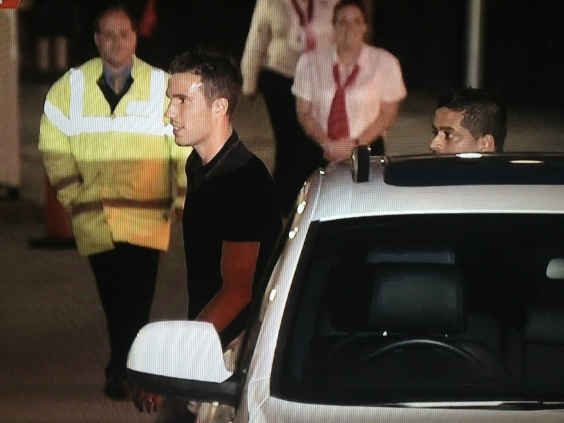 Wooh! welcome the Dutchman | @ManUtdStuff: Pic: RvP finally reaches Bridgewater Hospital in Manchester city centre http://t.co/M5Kqm04Q