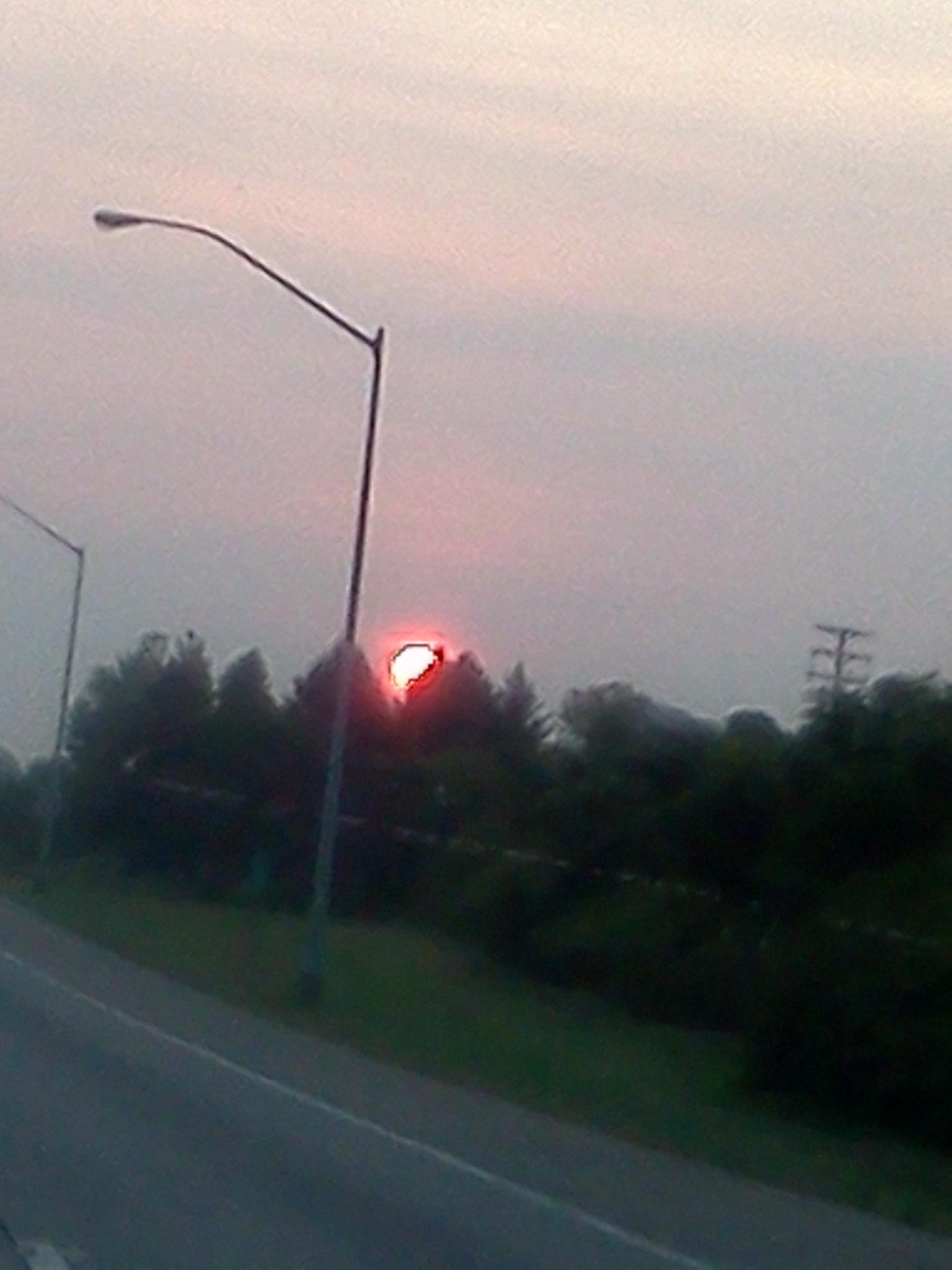 RT @Keichlynnnnx3: Why is the sun red tho?-.- http://t.co/twpEudsR