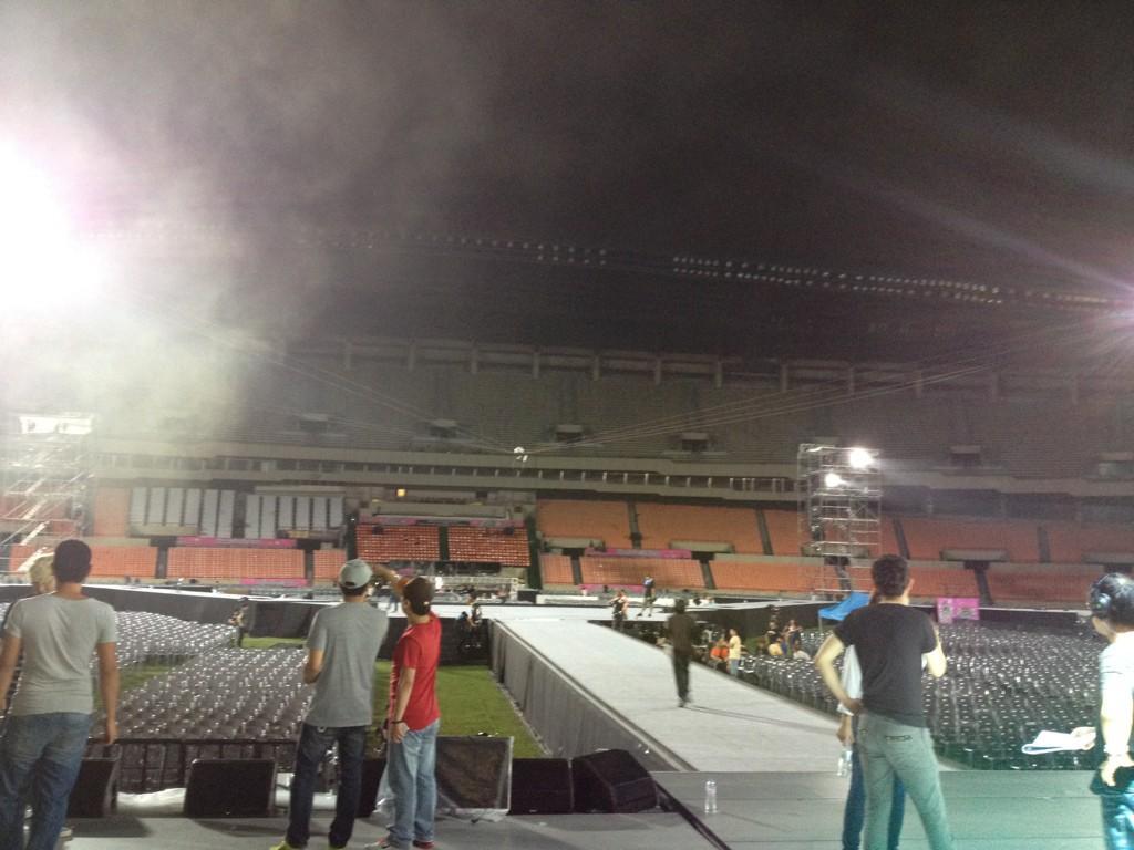 잠실주경기장 정말 크다!!내일 다 오실까??함께 즐겨요!!!^^ http://t.co/ehuc52FH