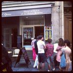 Best ice cream in Paris! 12 Rue Jean Du Bellay #Pain d'Epices