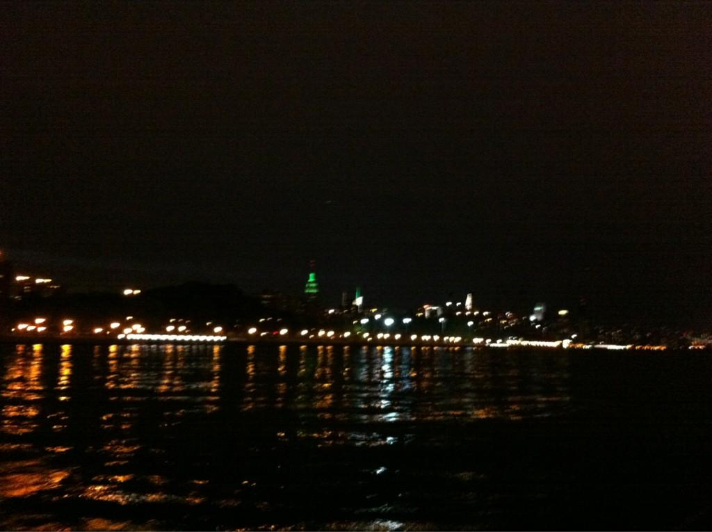 Sailing from Manhattan to Port Washington tonight. Relaxing end of weekend. LIRR back home later http://t.co/dYoJmrtg
