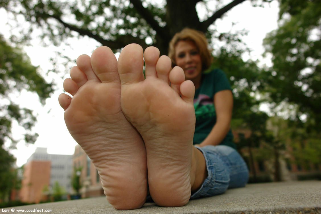 despite the way Lori changes her hair every shoot, this is why I have to have her back every month #soles #footfetish http://t.co/htJW6rKx