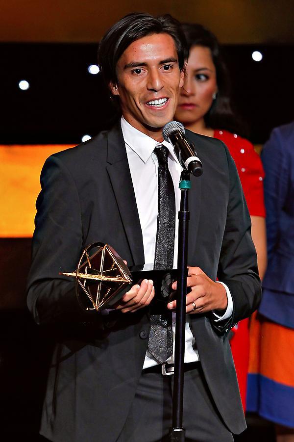 Lucas Lobos de @TigresOficial fue el ganador del #Balondeoro al mejor medio ofensivo del #CL12. #Sololosmejores http://t.co/jBYriESE