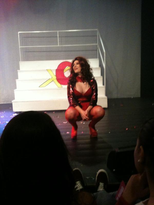 RT @keferaOrgulho: @Kefera  o teatro tava lotado né  que bom !!! essa diabinha eu amo !!! http://t.co/xtwnkvbS