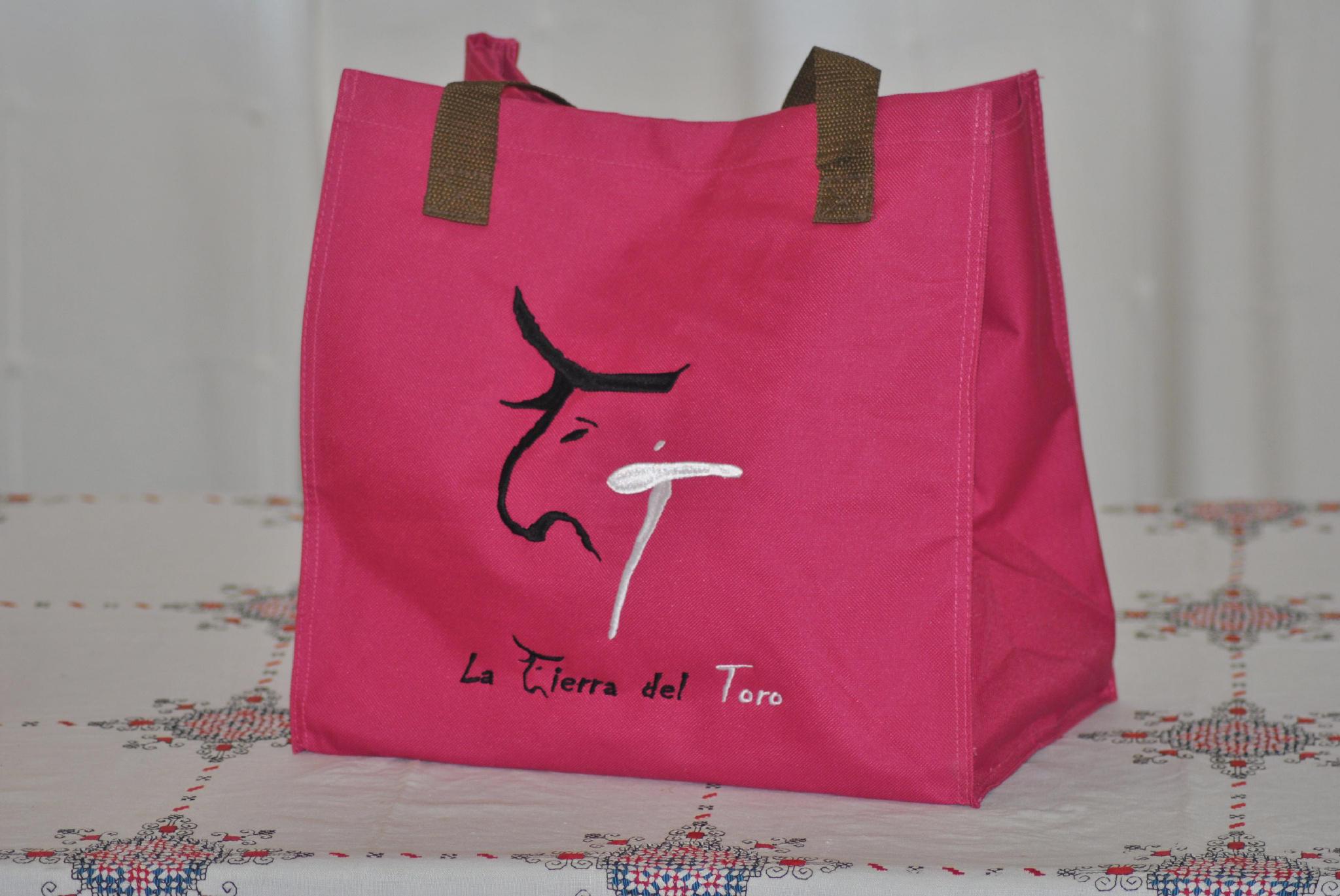 NUEVO. Hazte ya con tu bolso exclusivo de @LATIERRADELTORO Solicitalo en tienda@latierradeltoro.es http://t.co/clC9U5Eg