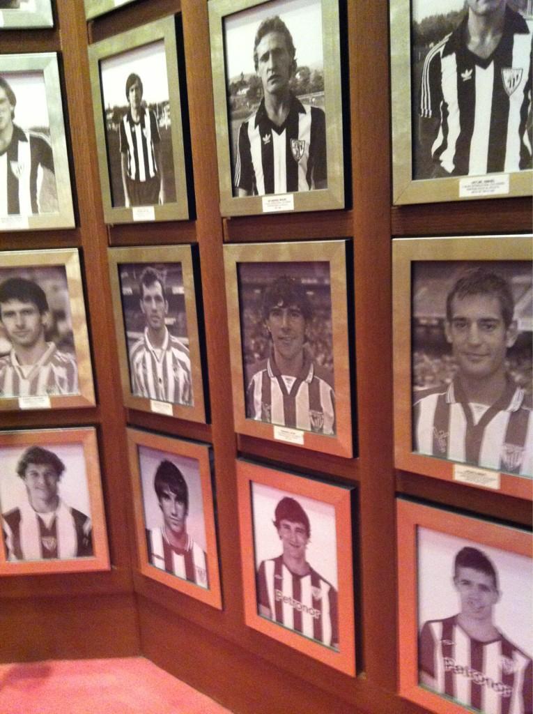 @KaradeAnka en San Mamés, en el muro de los jugadores del Athletic q han vestido la camiseta de la selección española http://t.co/xCltoFH1