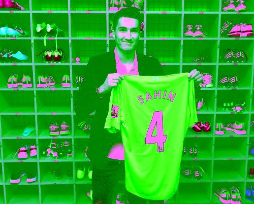 Nuri Sahin akan mengenakan nomor punggung 4 http://t.co/wgXbs7AV