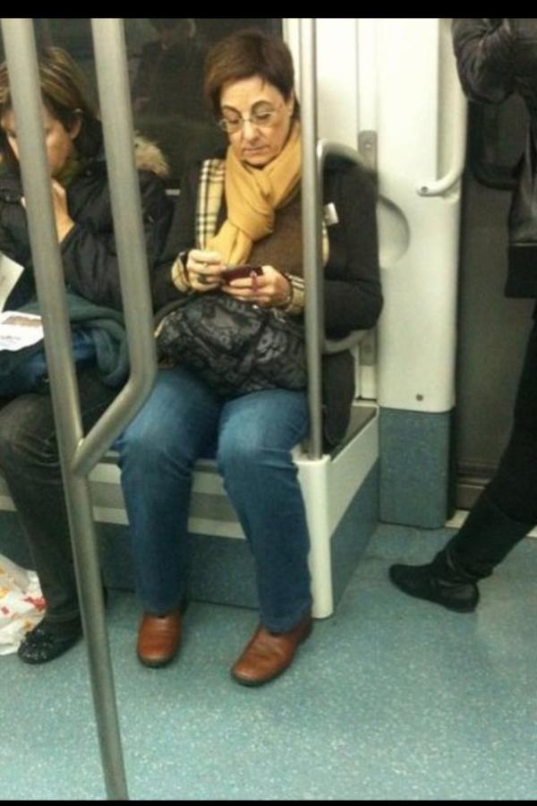 Ser presidente del Real Madrid, ir en metro de inc?gnito el d?a que se presenta a Modric #YOtrasFormasDeVivirAlL?mite http://t.co/YlZTVgyp