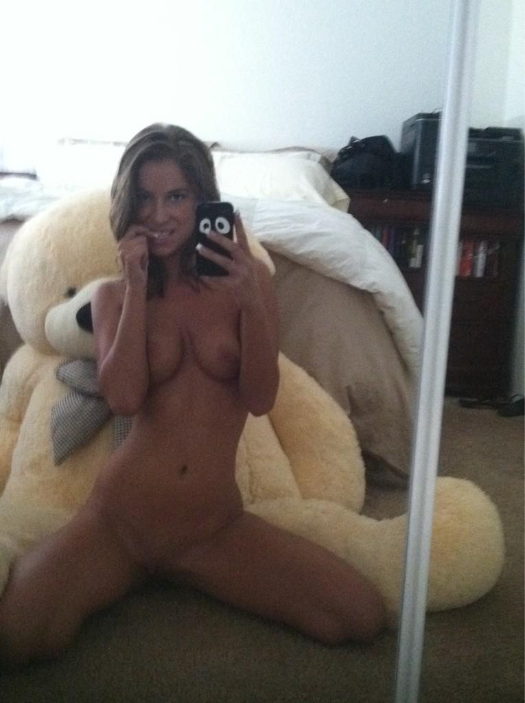 RT @presleyhartxxx Nakedness right here!!! http://t.co/5fcTKmpO