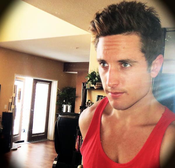 Sawyer hartman shirtless 2014