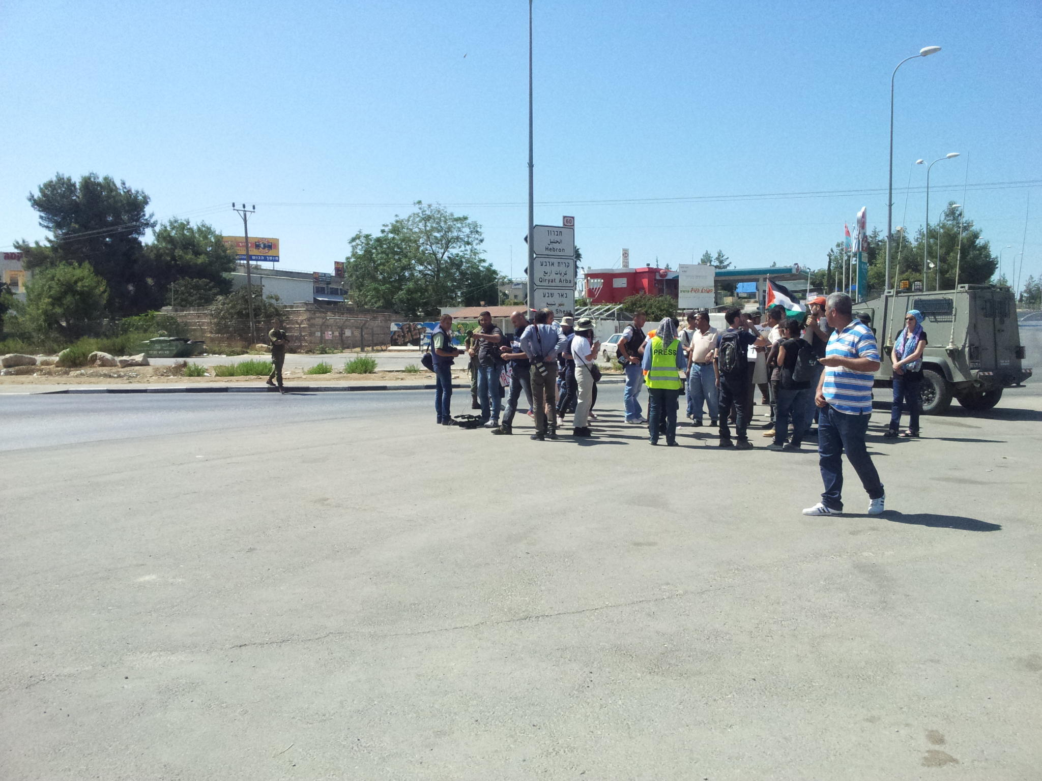 RT @AwallsA: #BeitUmmar protest on Road 60 against settlements and occupation by #Israel http://t.co/rb2bkiVq