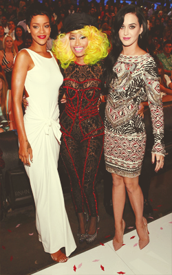 #PrettyGang > RT @taliaminaj_x: RT @_kevinminaj: @NICKIMINAJ with riri and katy! <3 http://t.co/qSdAbx90