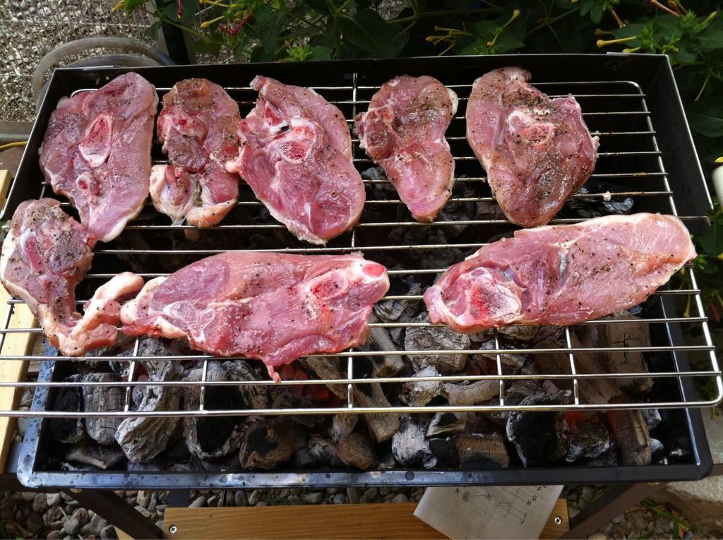RT @SiqueRodriguez: Porquet del Mas Sagrera. A Sant Sadurn? de l'Heura. Tremendo! Carn de qualitat. Te'l donen preparat per la brasa. ht ...