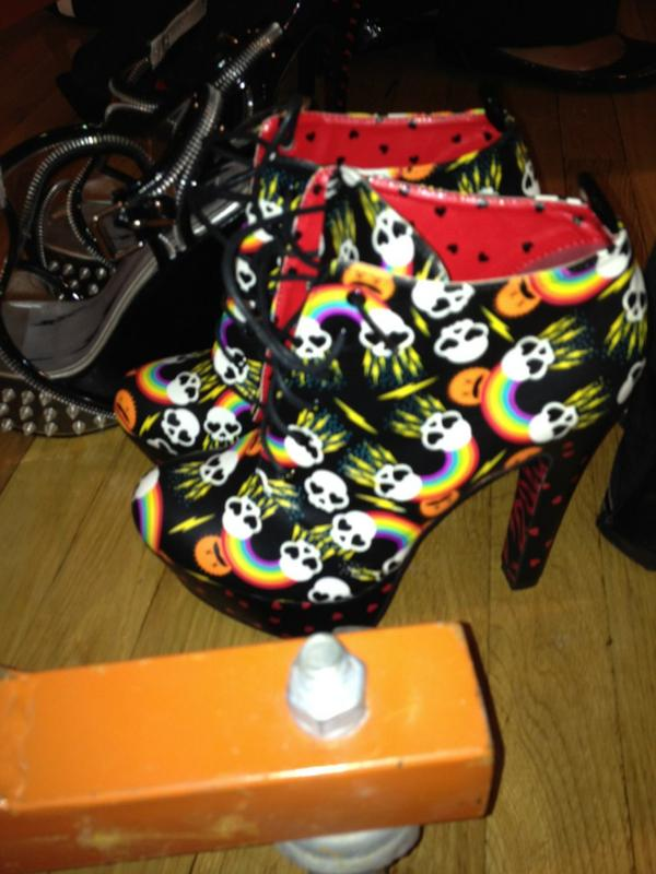 RT @kelliacciardo: Shoes!!!! Backstage @abbeydawn by @avrillavigne #NYFW http://t.co/Q50eCps4