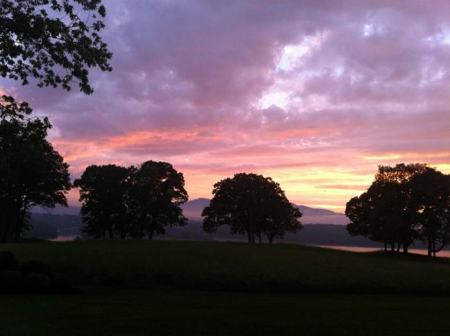 Twilight on the Hudson River.  God's in his heaven and all's right with the world.... http://t.co/hhf4AwOe