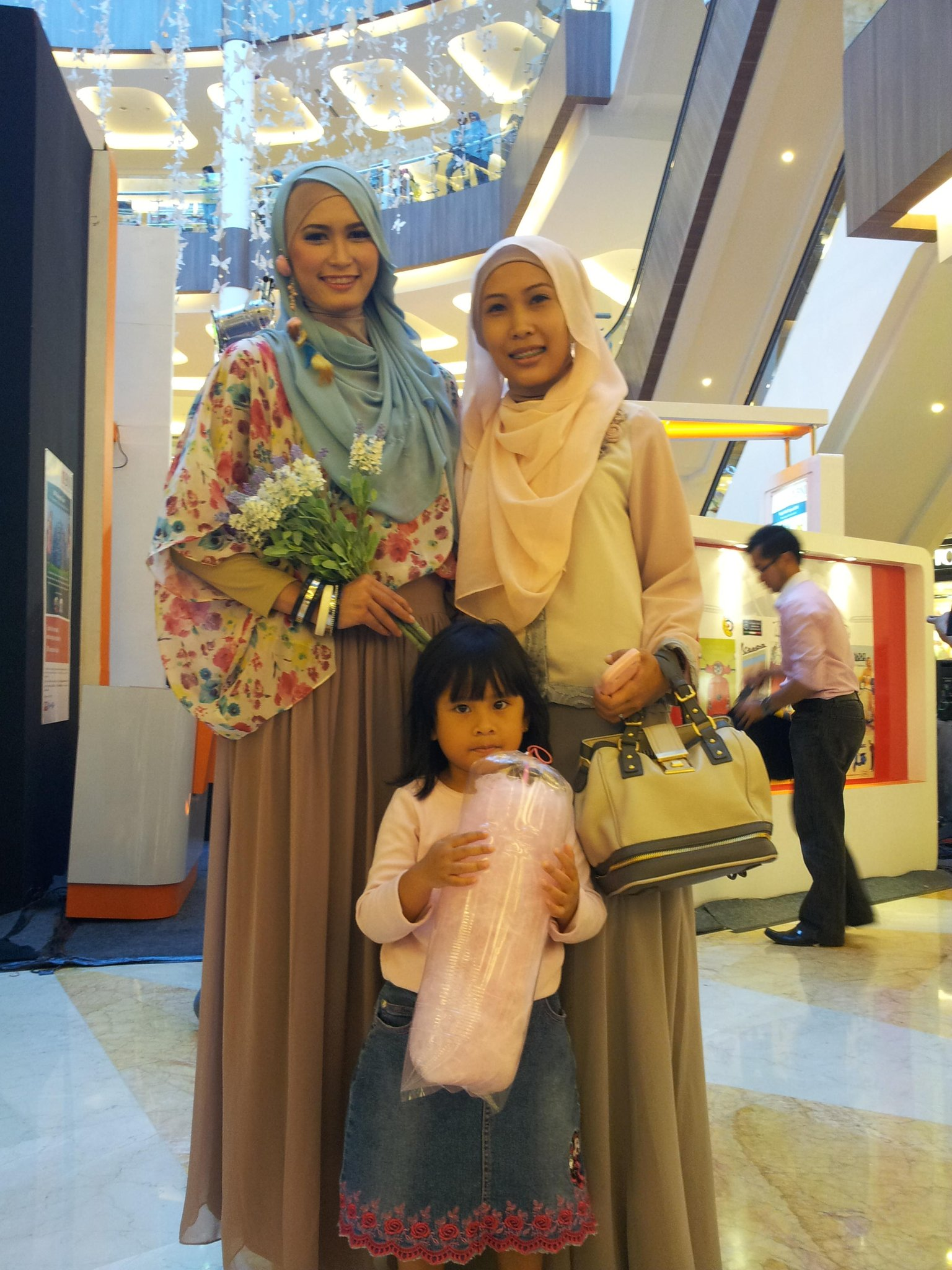 Owner indayani boutique ( @indayani_p ) n hijaber model (@Ratiihrach), di gelegar expo @BNI46 di BSM. CC: @infobandung http://t.co/jCF7gCAN