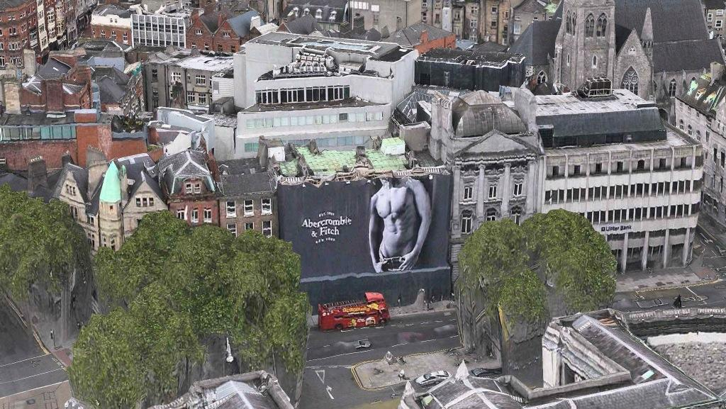 RT @LeeLoiChieng: Apples map fly over technology is pretty recent here in Dublin. With the Abercrombie model banner!! http://t.co/3O6Tv5Ns