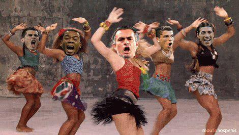 En el vestuario del Madrid ya estamos celebrando que Shakira y Piqué van a tener un ♬♪ waka-waka be bé ♬♪ http://t.co/S8oRSCsB
