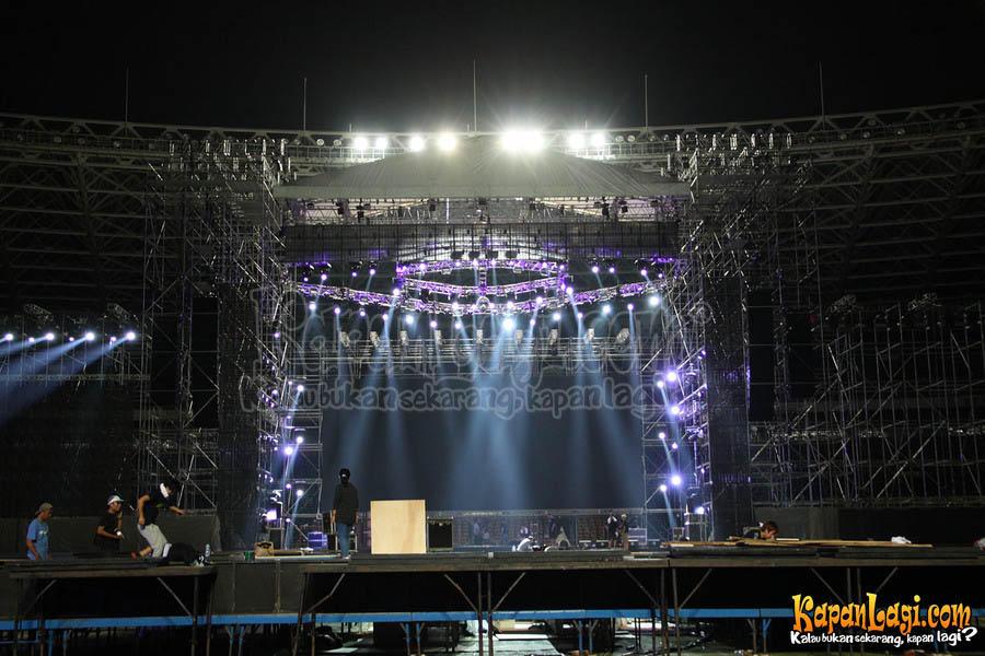 [PIC] panggung untuk SMTownJKT besok malem di GBK http://t.co/PpHs04p5 (cr.kapanlagi v.dee_ach)(v:SJForIndonesia)
