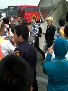 YESUNG AND ZHOUMI I MEAN ON SOETTA AIRPORT cr.bigfamilyofsuju http://t.co/JXWXMfNR
