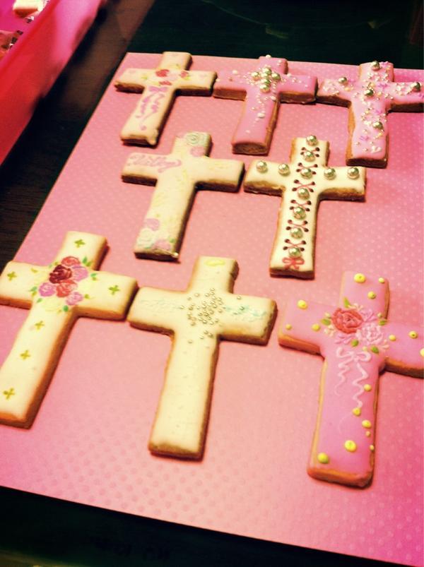 白昼夢 (@hakuchumu_): @hakuchumu_: いよいよ明後日から白昼夢ということで、猛スピードでお菓子を作っています(*^_^*)できたてほやほやをちらりとご紹介します♡   ⁂十字架クッキー⁂【milky way @kunimilky6】 http://t.co/20VAItBP