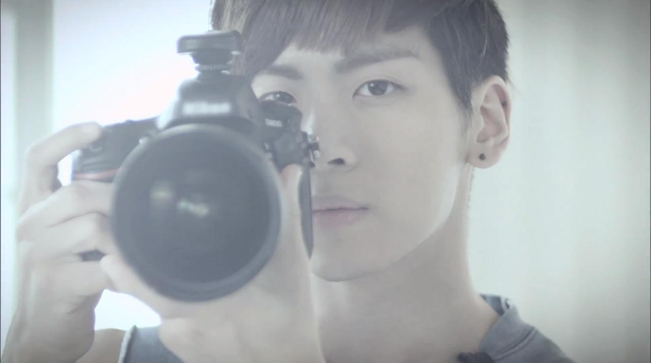 RT @SHINeeMaLove: [SCREENCAPS] JONGHYUN - Dazzling Girl http://t.co/g58xun7i