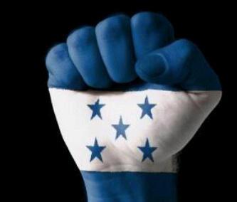Gracias a Rossana por el diseño del puño de unidad envuelto por la bandera de Honduras, la compartimos con todos Uds. http://t.co/3irJhsvH