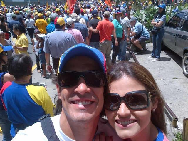 Viva Venezuela!! Viva @hcapriles Flaquito vamos con todo!! http://t.co/3pFbw8Dm