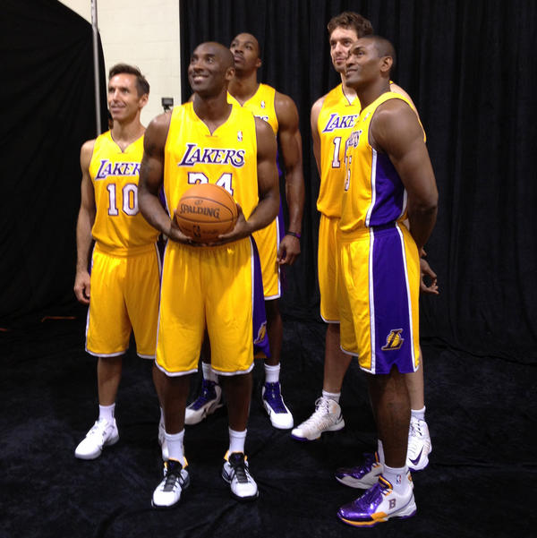 Lakers starting 5, in one picture, first time ever!  http://t.co/skUansDf