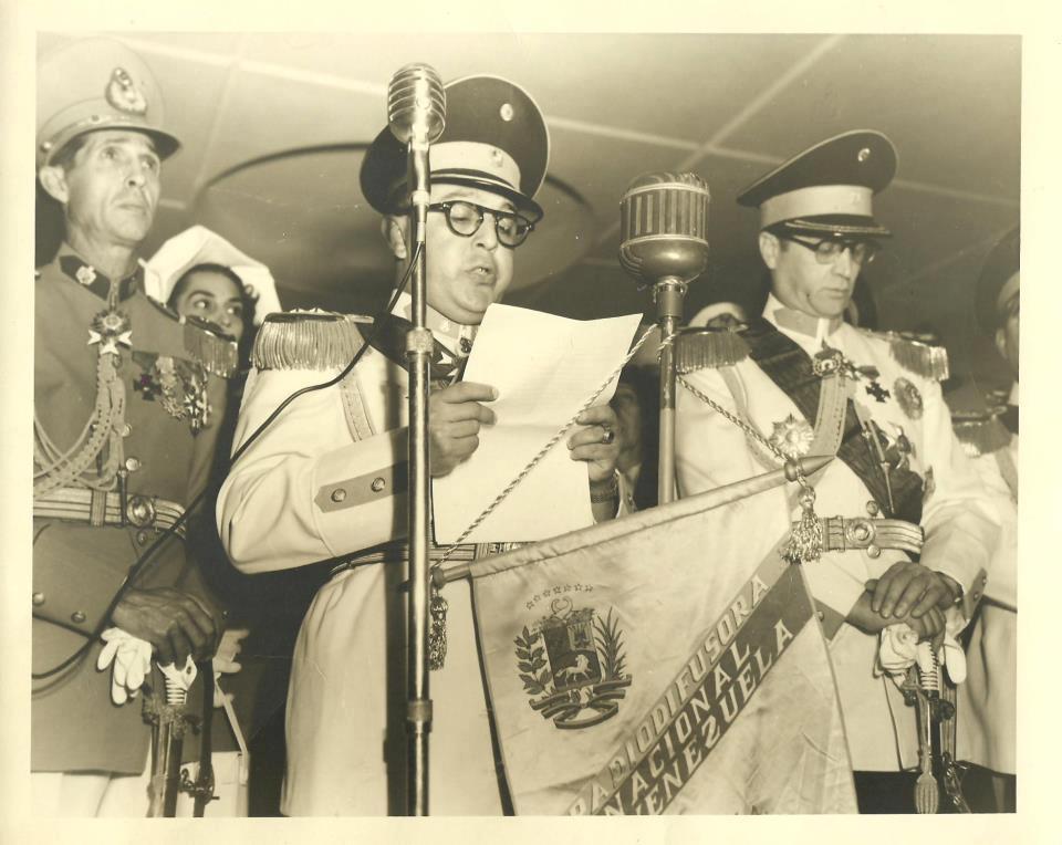 FOTO RETRO: Junta Militar de Gobierno luego de la caída de Romulo Gallegos en 1948 http://t.co/cEq15UCd