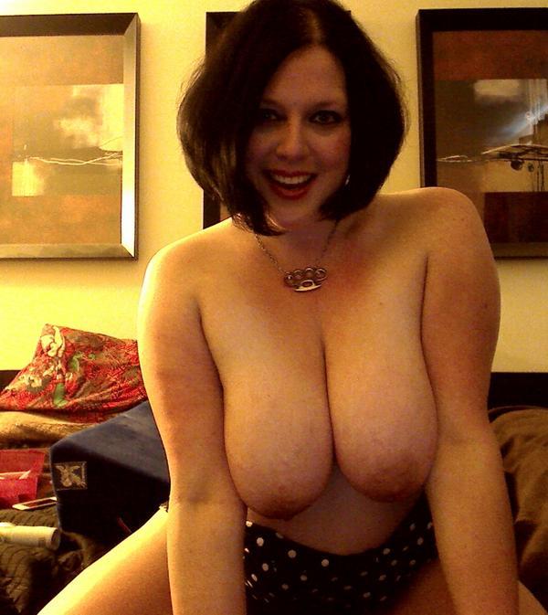 Emma Eastwood  (@BustyEmma): #TittyTuesday @bobsbestboobs @sexyladyshow @SexySelfPix @twitpornorg @natural_boobs @MySelfPics @Boob_er @SexyTwitPics http://t.co/yREWZLrN