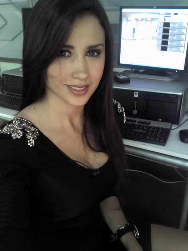 Susana Almeida (@Susyalmeida1): Gracias por escribirme! Les mando un beso de buenas noches ñ.ñ http://t.co/l16W7kov