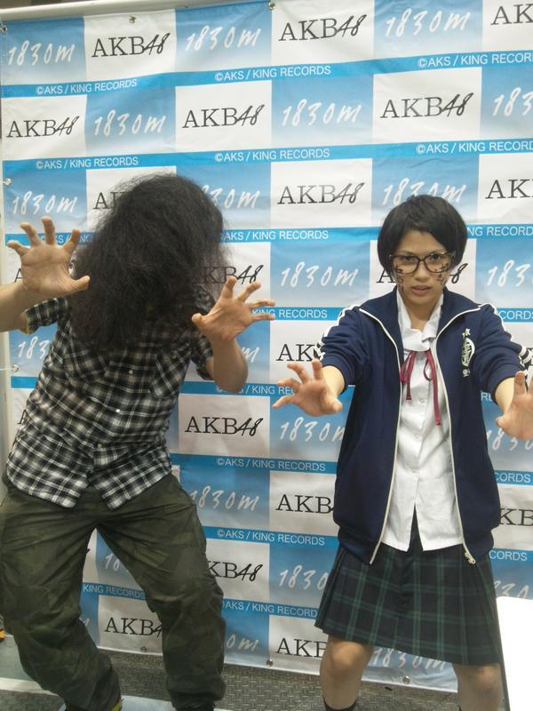 【画像】渡辺麻友さんがハゲたおっさんに露骨に距離を置く