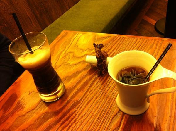 전주 한옥마을 자주 놀러 오지만 올때마다 좋다 전주로 놀러 오세요~ ㅋ 저녁은  맛집 스시선~ 여긴 꿈꾸는 기린  더치커피 ㅋ 사케라토 커피 ~ http://t.co/kDtc3BSL