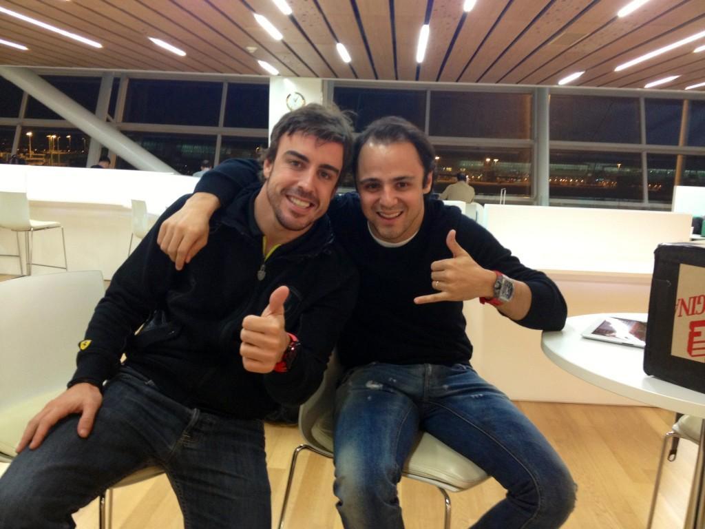 En el aeropuerto con @Felipe1Massa ... Echando de menos a nuestras familias...ya son 31 días de viaje.. http://t.co/PsEKNFQ6